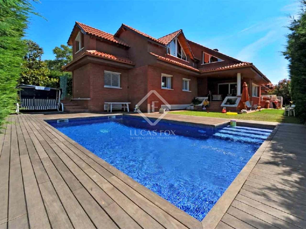 Casa en venta en sant cugat con piscina y jard n for Piscina sant cugat