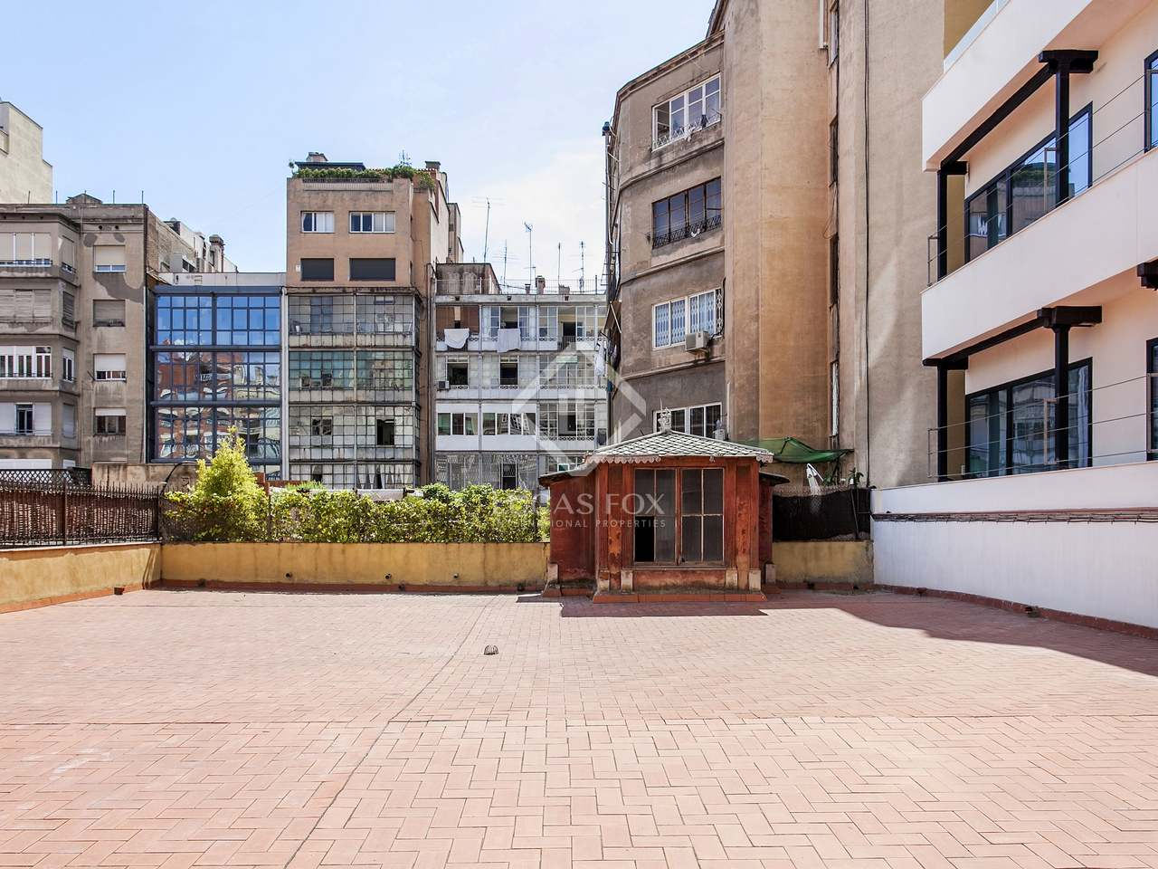 Property with a huge private patio for sale on calle casp - Calle casp barcelona ...
