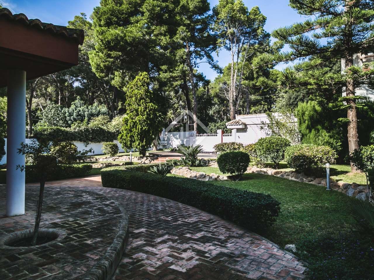 Villa con piscina en venta en campolivar valencia for Piscina jardin valencia