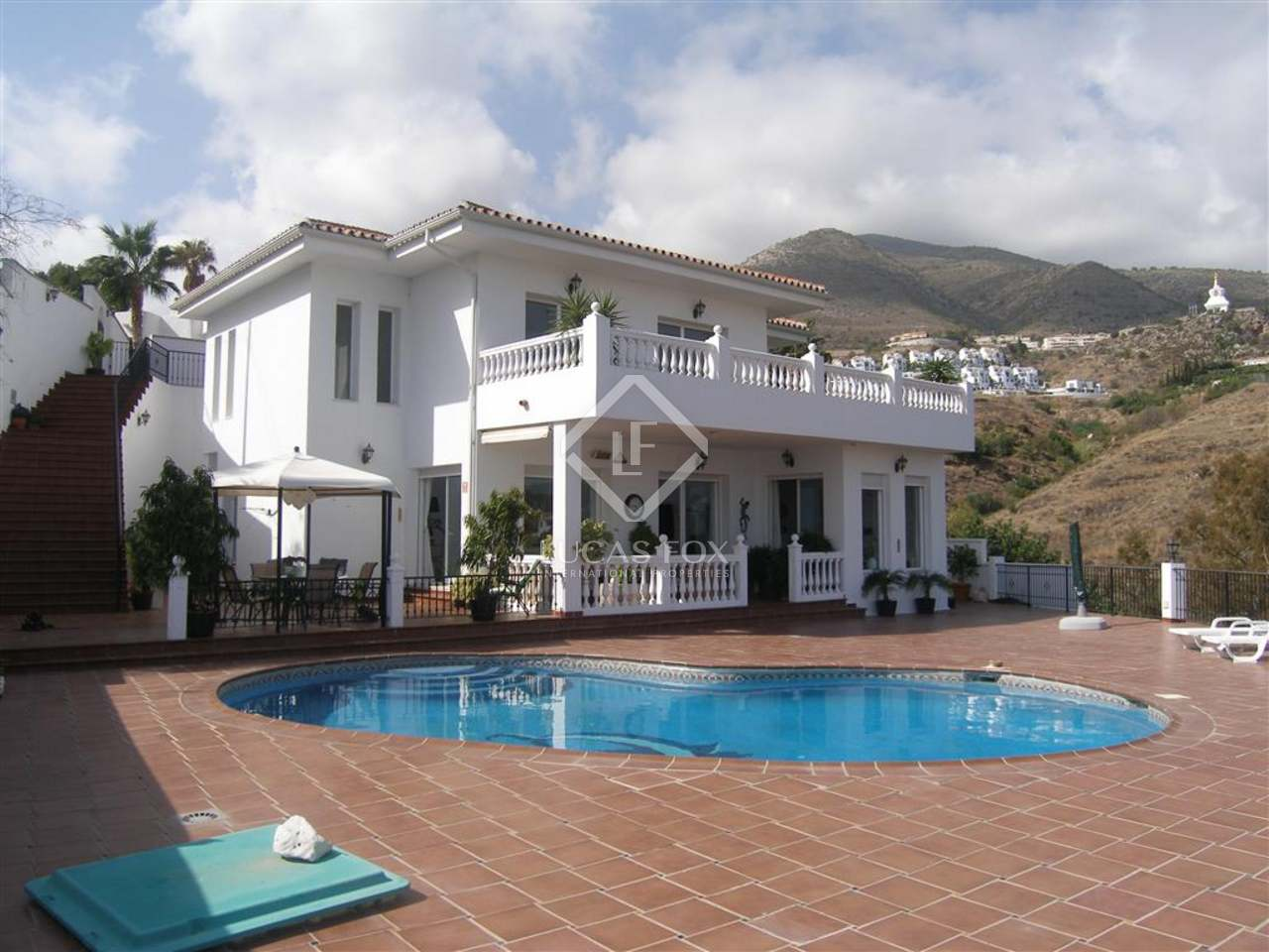 235m Villa With A Garden And Pool For Sale In Benalmadena