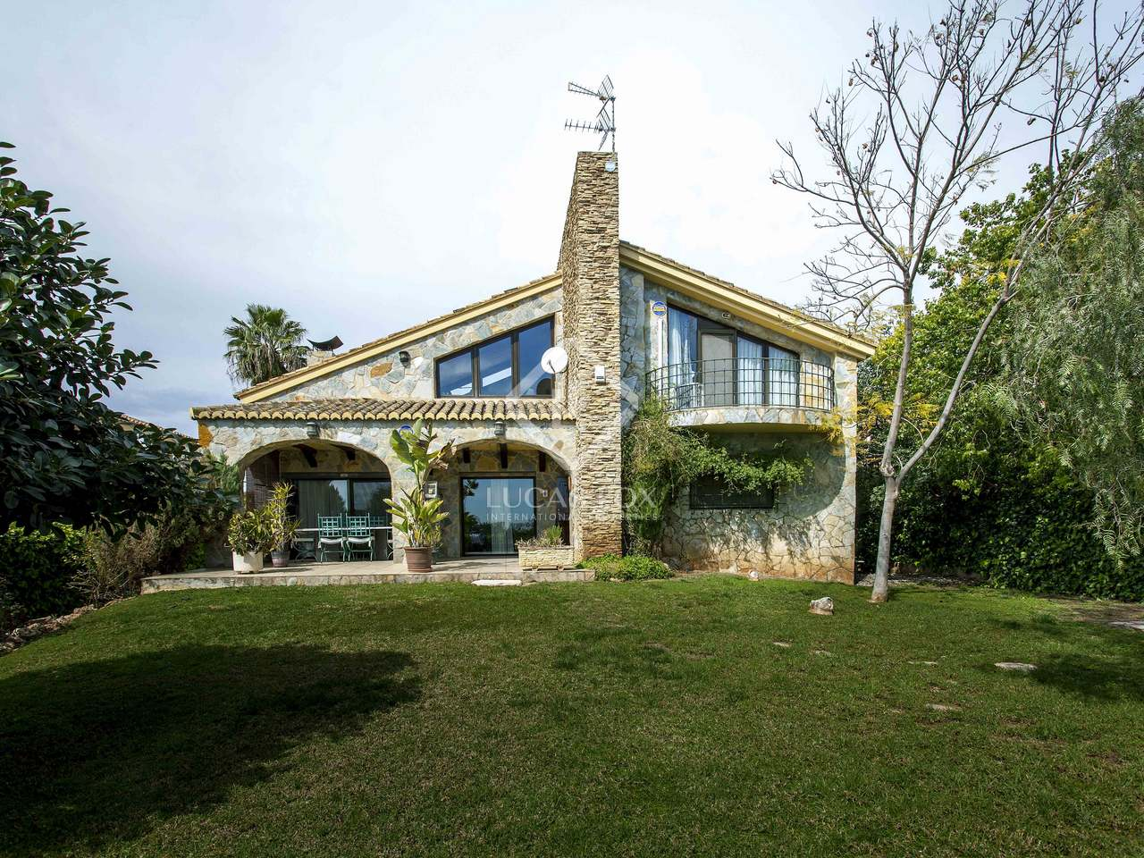 Maison villa de 603m a louer puzol avec 400m de jardin - Maison a louer 3 chambres avec jardin ...