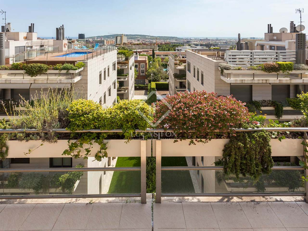 Appartement de 138m a louer pedralbes avec 35m terrasse for Appartement barcelone piscine
