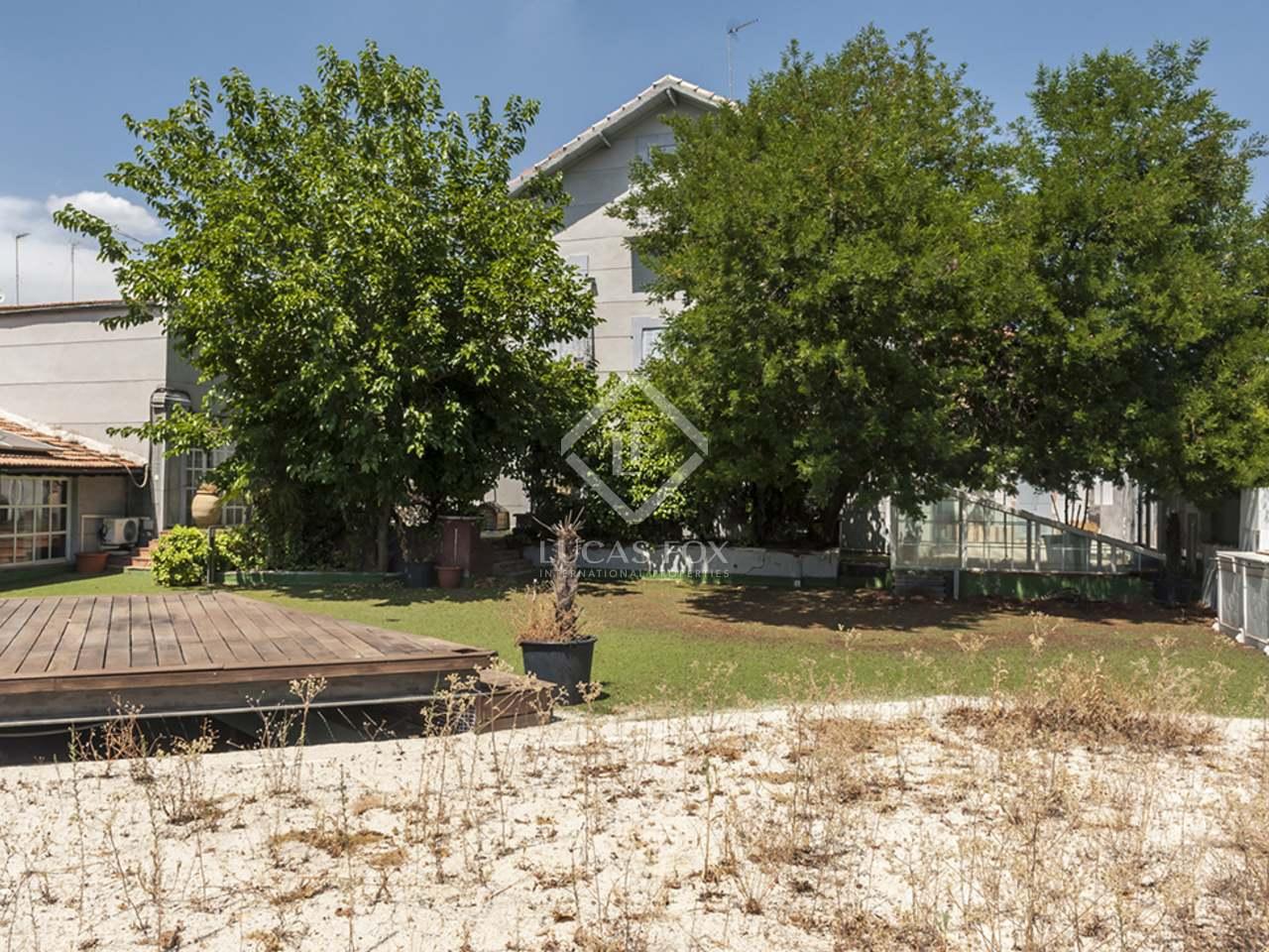 Maison villa de 345m a vendre el viso avec 70m de jardin for Jardin anglais caracteristiques