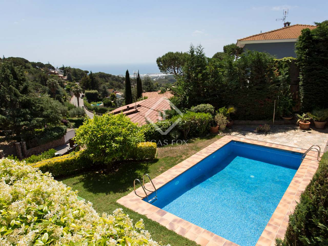 5 bedroom villa with garden and pool for sale in cabrils for Barcelona pool garden 4