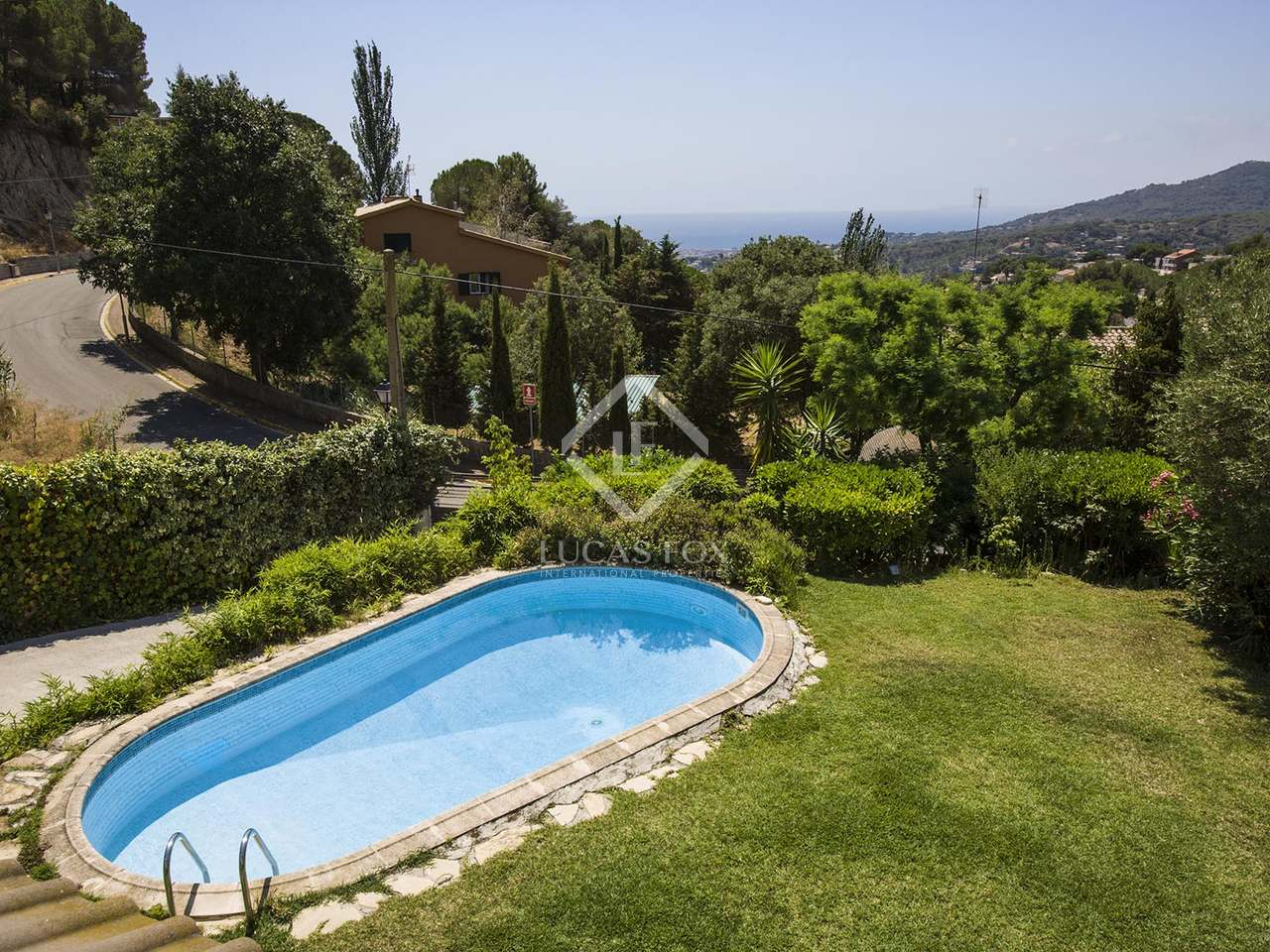 Detached villa with large garden and pool for sale cabrils for Garden pool for sale
