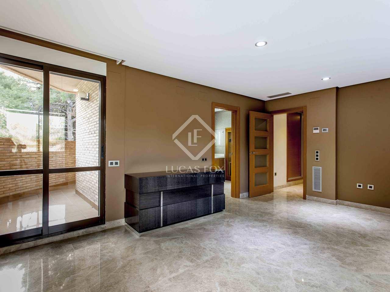 Villa de 6 dormitorios en alquiler en la eliana valencia for Alquiler de dormitorios