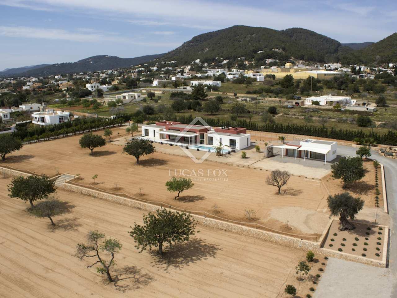 Espectacular propiedad con vistas en venta en talamanca for Ciudad jardin ibiza