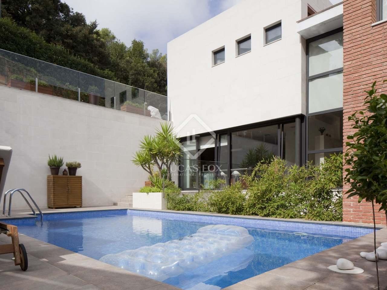 Casa moderna en alquiler en el parque natural de collserola for Casa con jardin alquiler barcelona