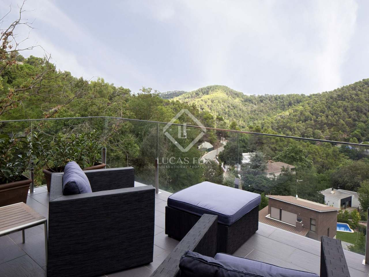 Casa moderna en alquiler en el parque natural de collserola for Casa con jardin barcelona alquiler