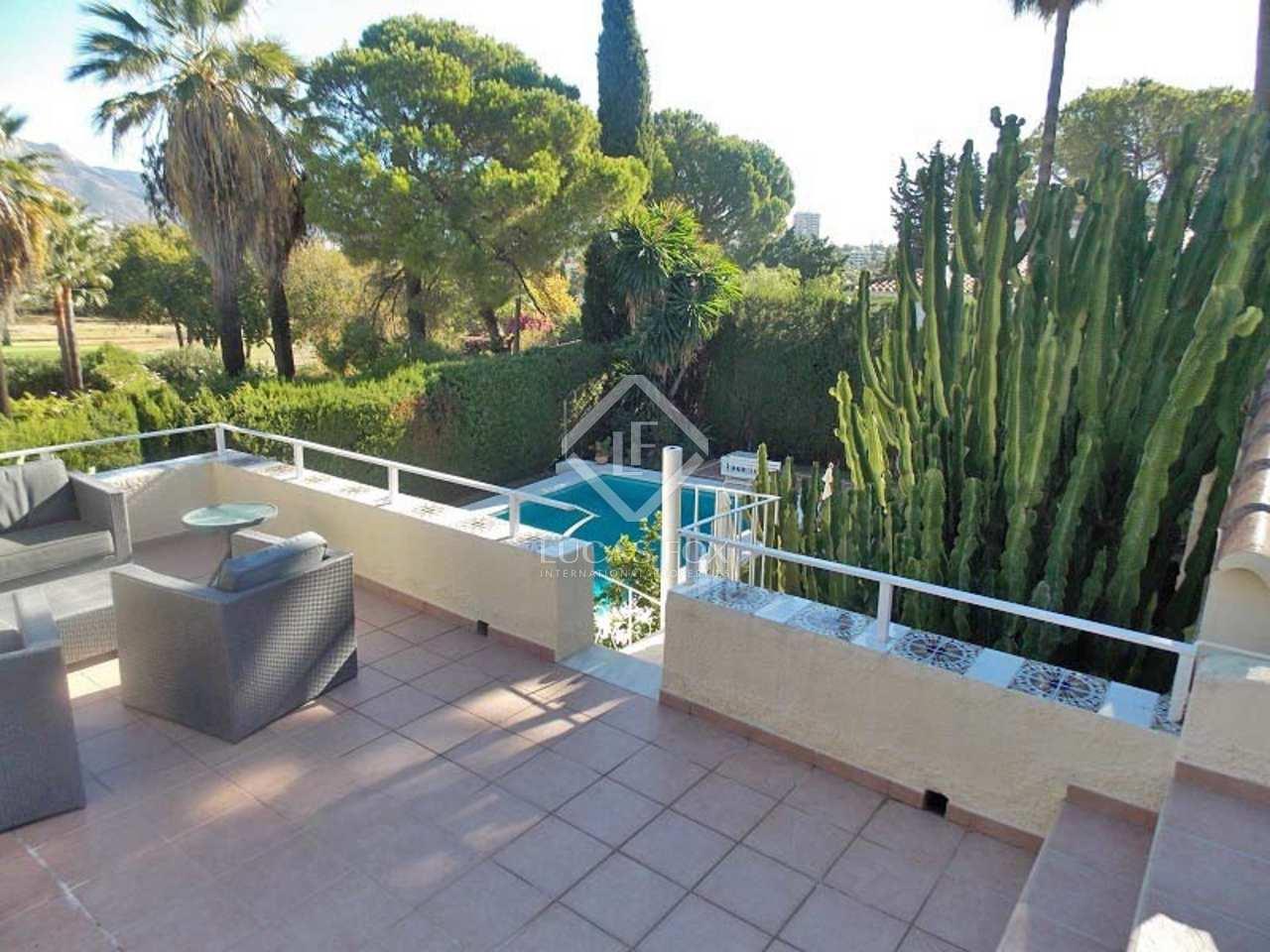 Maison villa de 350m a vendre nueva andaluc a avec 1 for Jardin anglais caracteristiques
