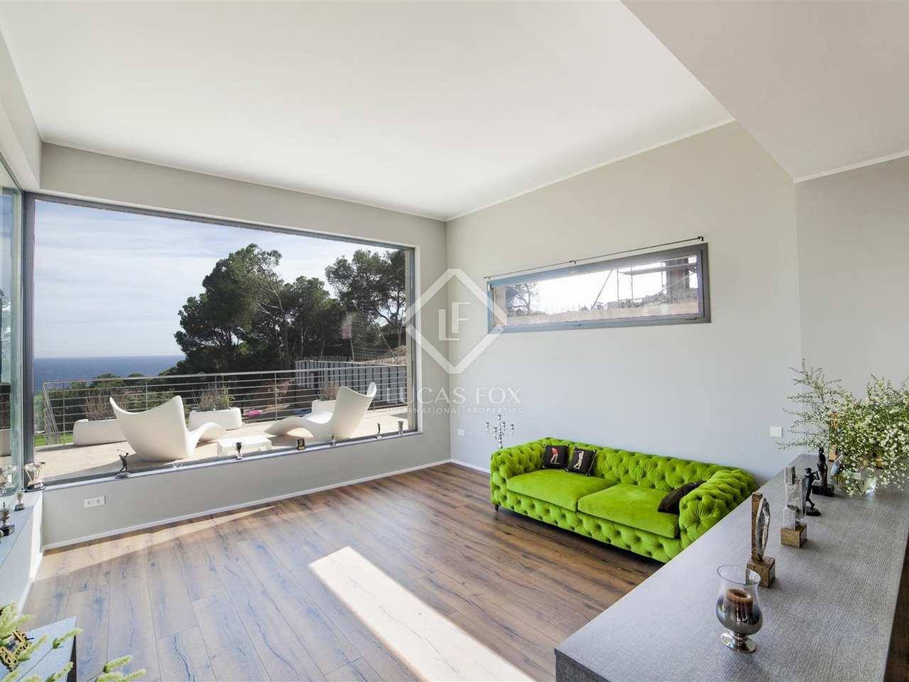 Villa de lujo en venta en blanes en la costa brava for Casa moderna 4 dormitorios
