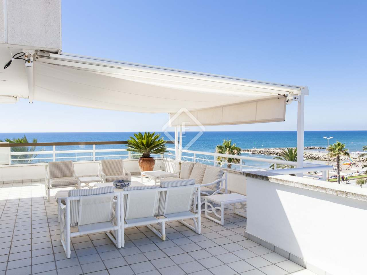 7 bedroom duplex penthouse with terraces for sale in sitges for Duplex bed