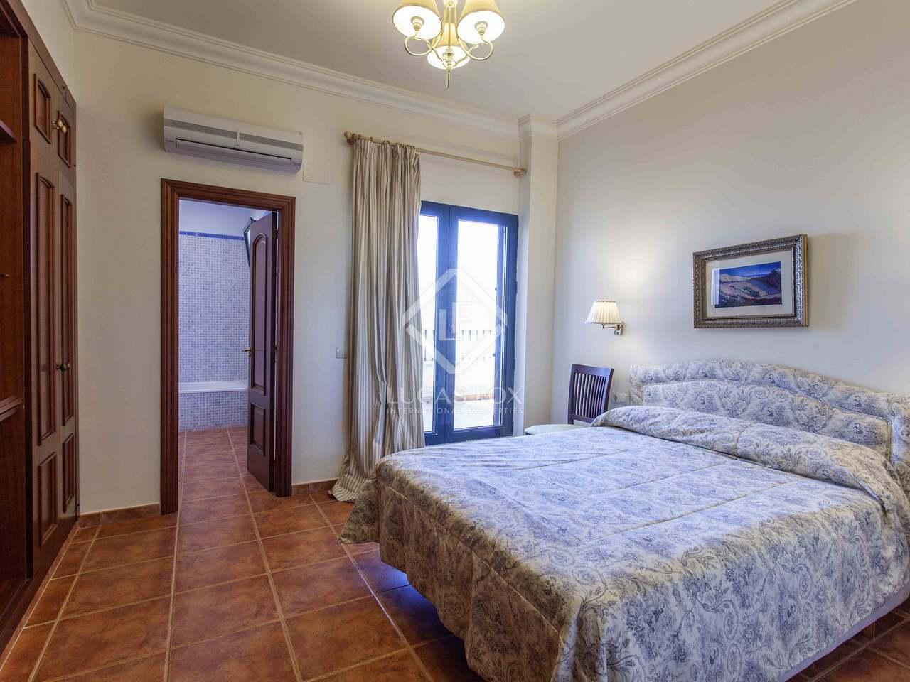 423m haus villa mit 80m terrasse zum verkauf in cullera. Black Bedroom Furniture Sets. Home Design Ideas