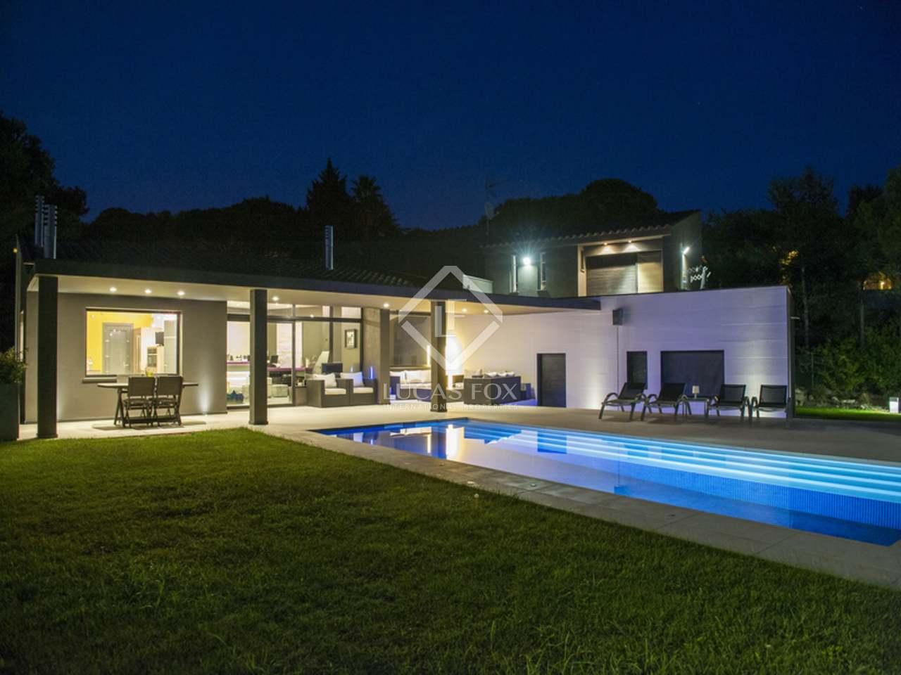 Villa moderna de 337 m en venta en begur costa brava for Villa moderna