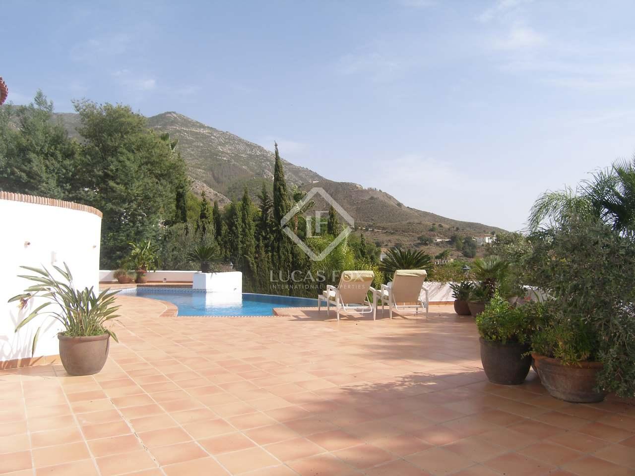 Maison villa de 336m a vendre mijas avec 2 500m de for Jardin anglais caracteristiques