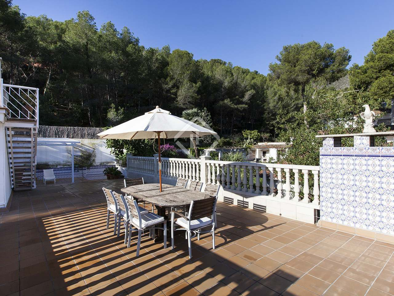 Villa de 5 dormitorios con piscina en venta en bellamar for Piscina castelldefels