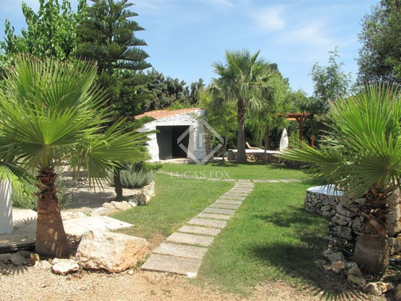 Large country house for sale in menorca spain for Country mansion for sale