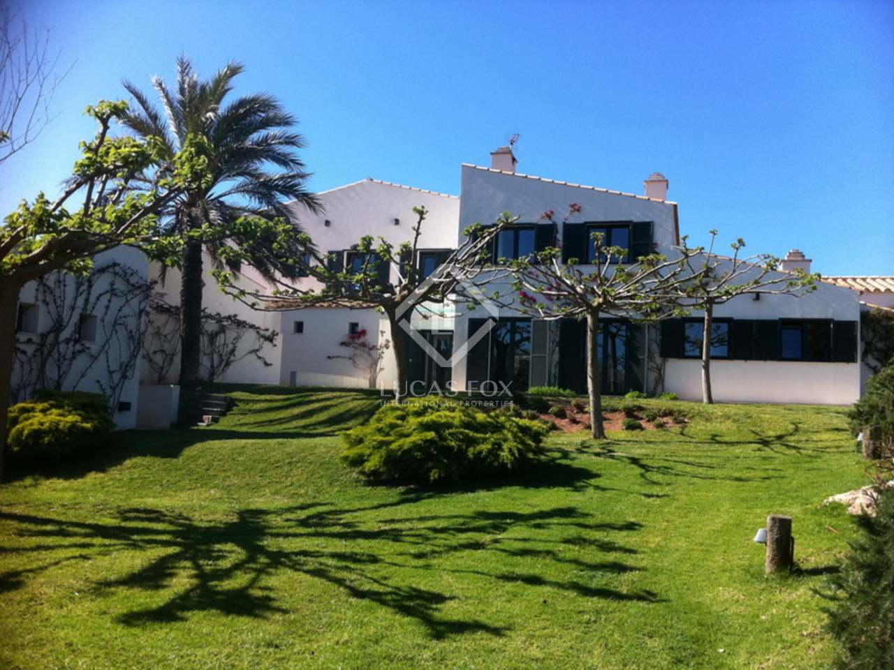 Country estate for sale in menorca for Country mansion for sale