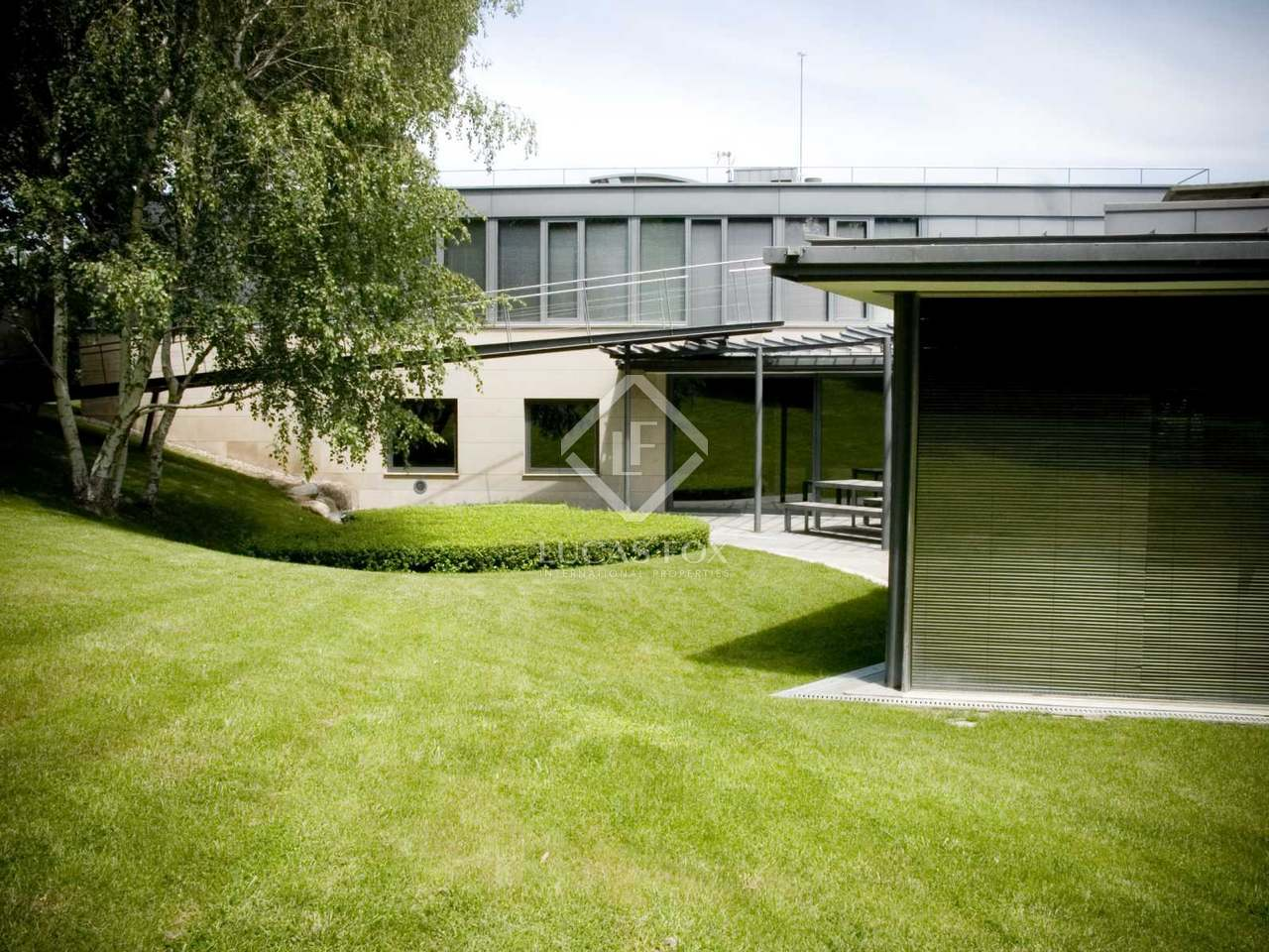 Maison villa de 1 000m a vendre pedralbes avec 1 for Piscine w barcelone