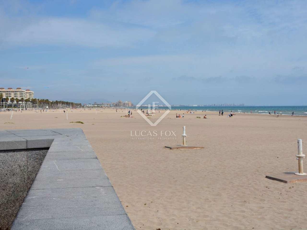 Piso de 80m con terraza en venta en la playa de la patacona for Pisos en la playa