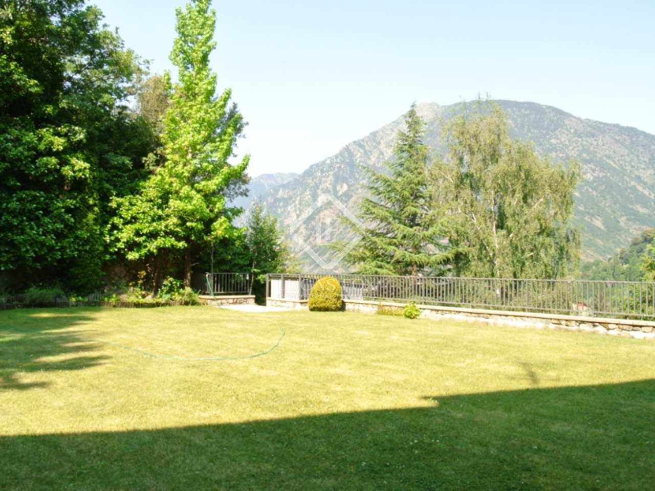 Maison villa de 1 700m a vendre andorra la vella avec for Jardin anglais caracteristiques