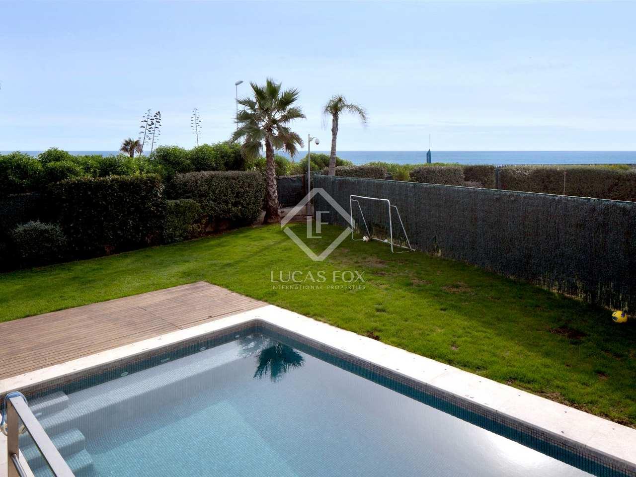 Casa de lujo en primera l nea de playa en venta en gav for Piscina gava