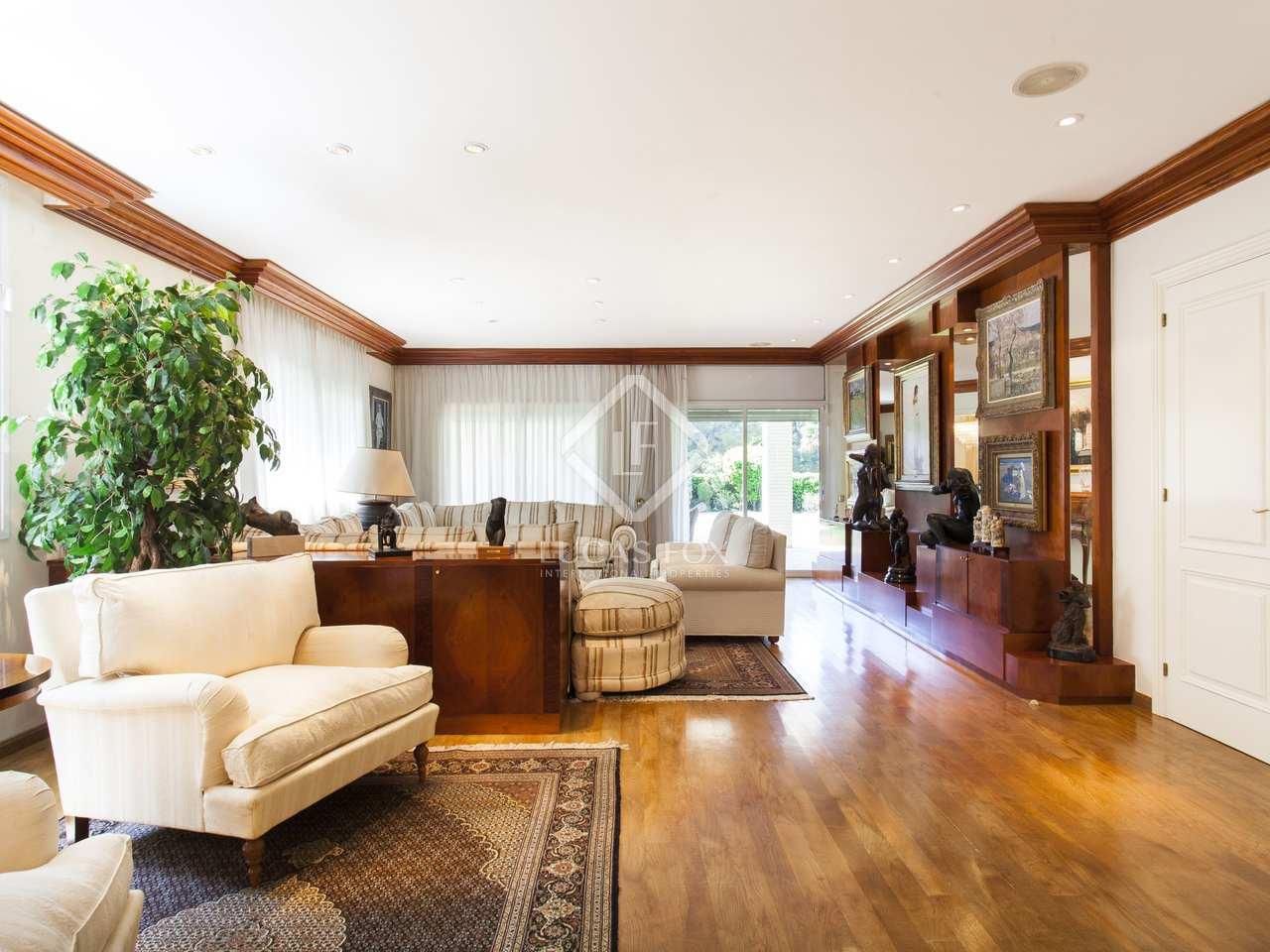 maison villa de 930m a vendre terramar barcelone. Black Bedroom Furniture Sets. Home Design Ideas
