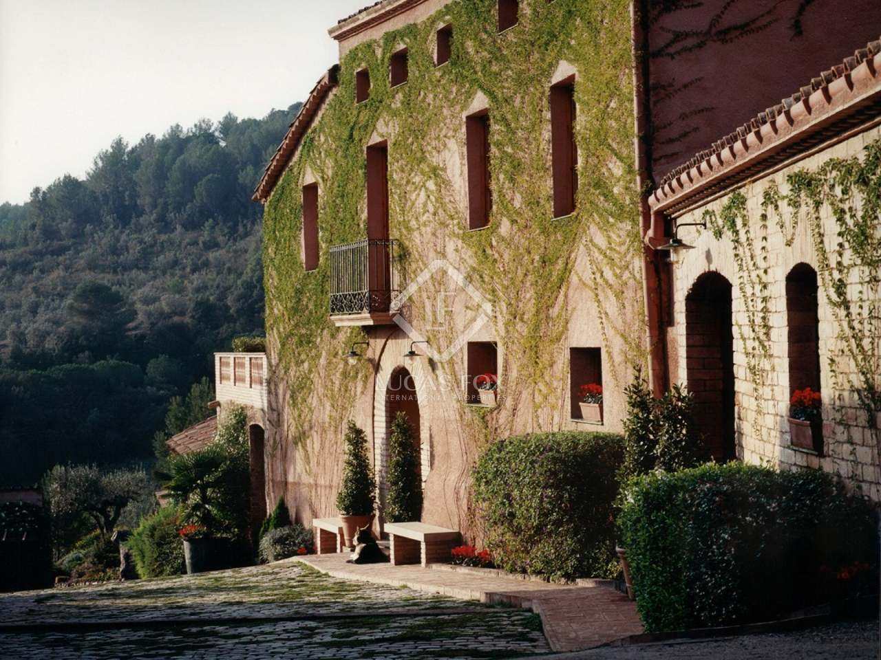 Casa rural en venta en montserrat a 40 km de barcelona - Comprar casa rural ...