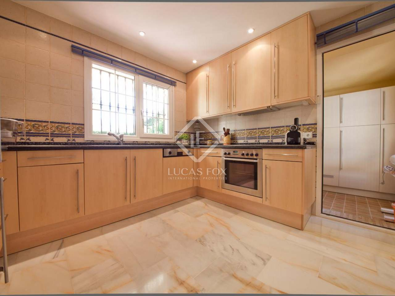 Villa for sale on the new golden mile estepona marbella for Kitchen room estepona