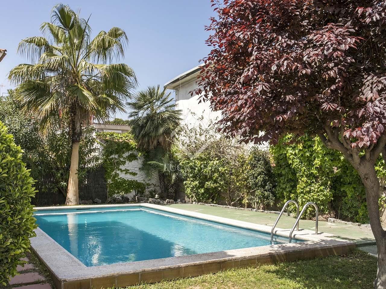 Casa de 150m en alquiler en castelldefels barcelona for Piscina castelldefels