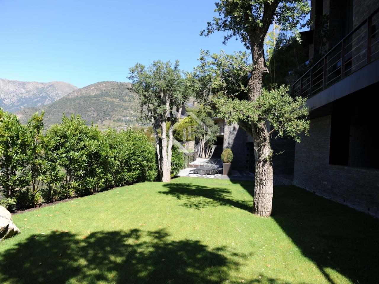 Superbe villa de luxe en vente andorre for Piscine andorre