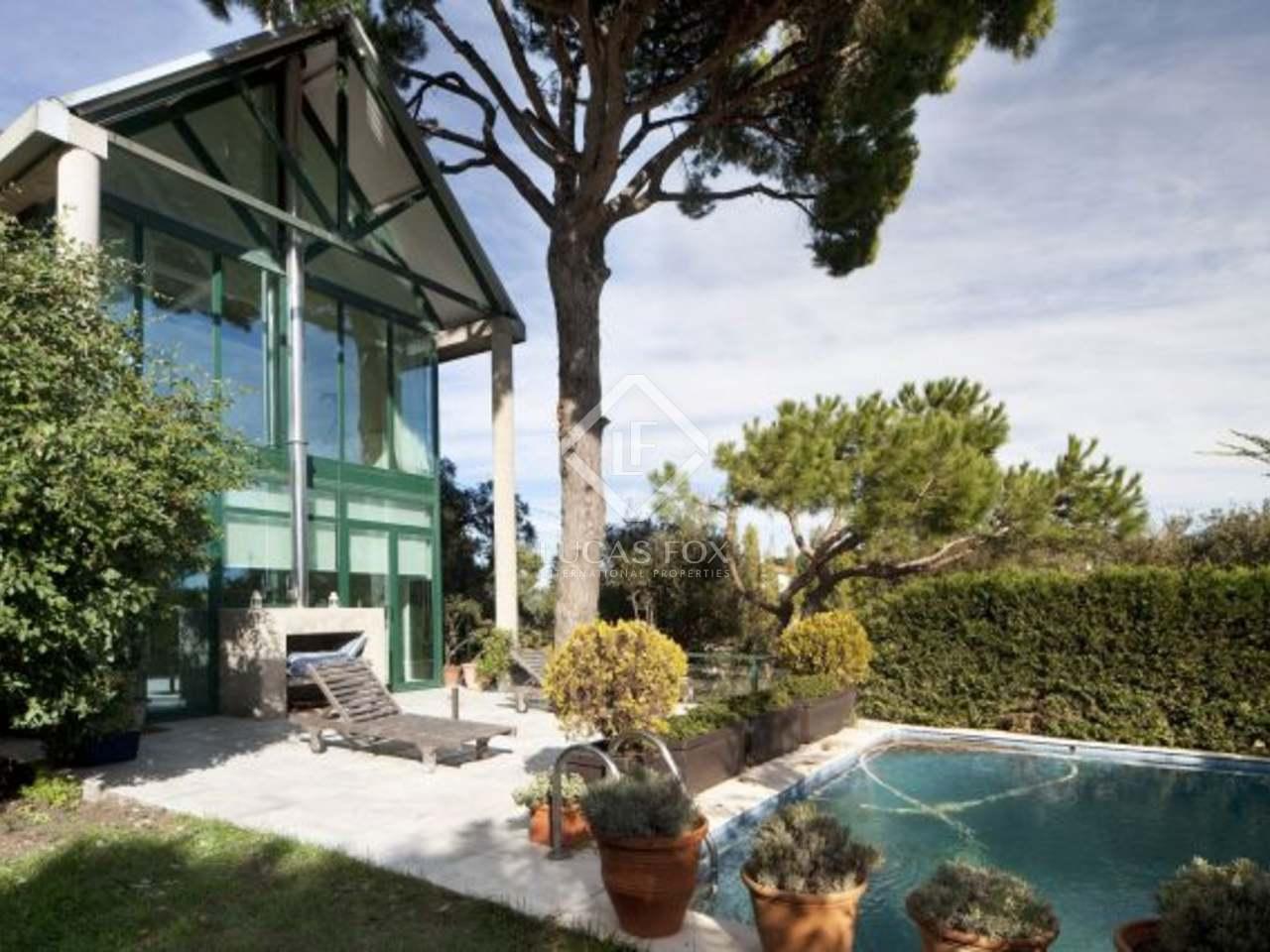 Casa con piscina y jard n en venta fant sticas vista a for Casa jardin barcelona