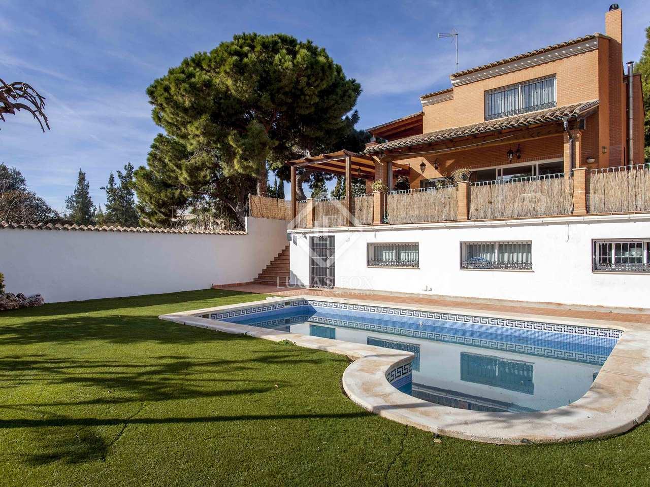 Villa de 439m con 618m de jard n en alquiler en godella for Piscina de godella