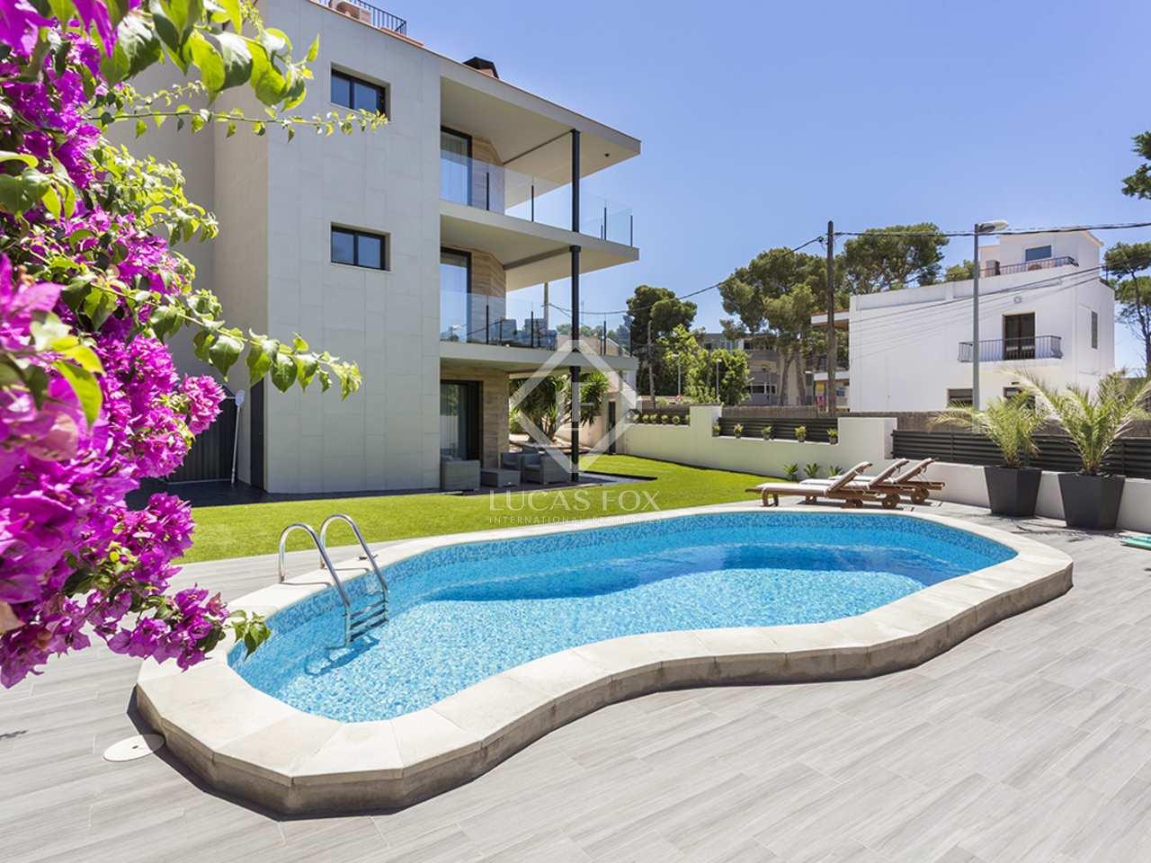 Villa de 262m con 142m de terrazas en venta en castelldefels for Piscina castelldefels