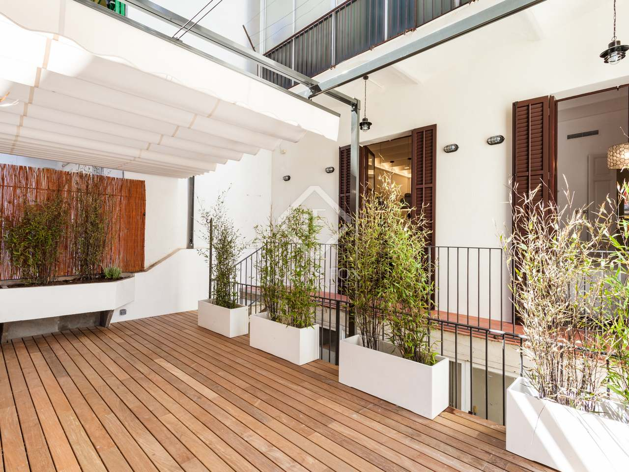 Appartement de 128m a vendre poble sec avec 36m terrasse for Appartement barcelone piscine