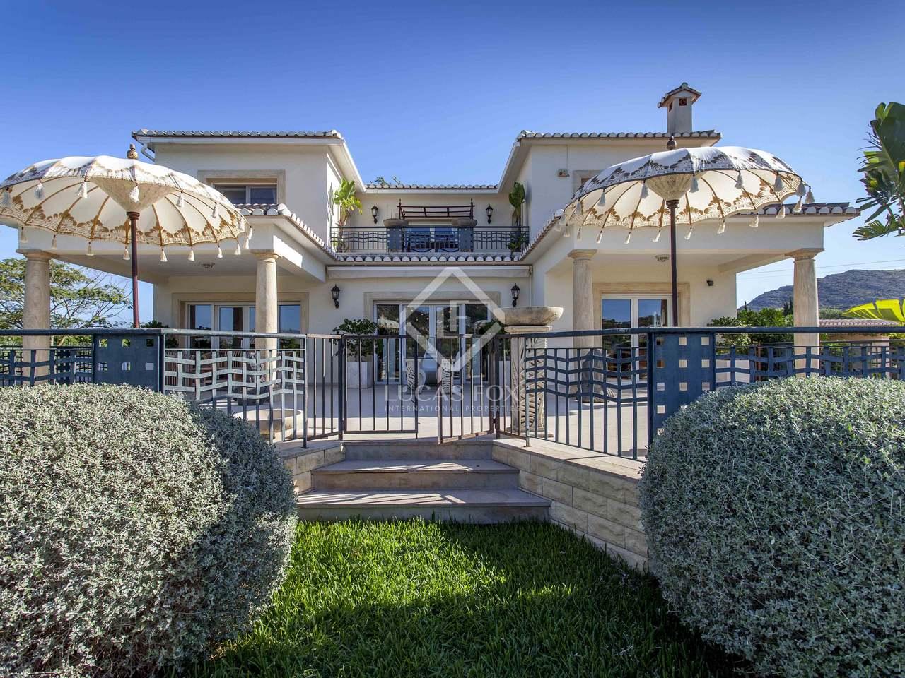 Propiedad de lujo de 556m con jard n en venta en d nia for Jardin villa bonita culiacan