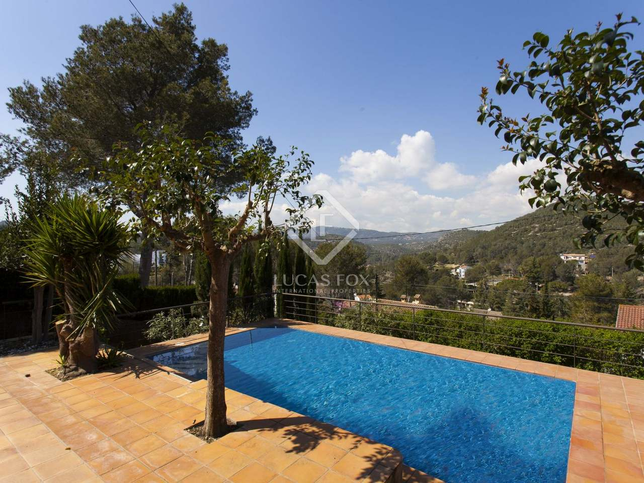 Casa familiar con piscina en venta en sitges barcelona for Piscina sitges