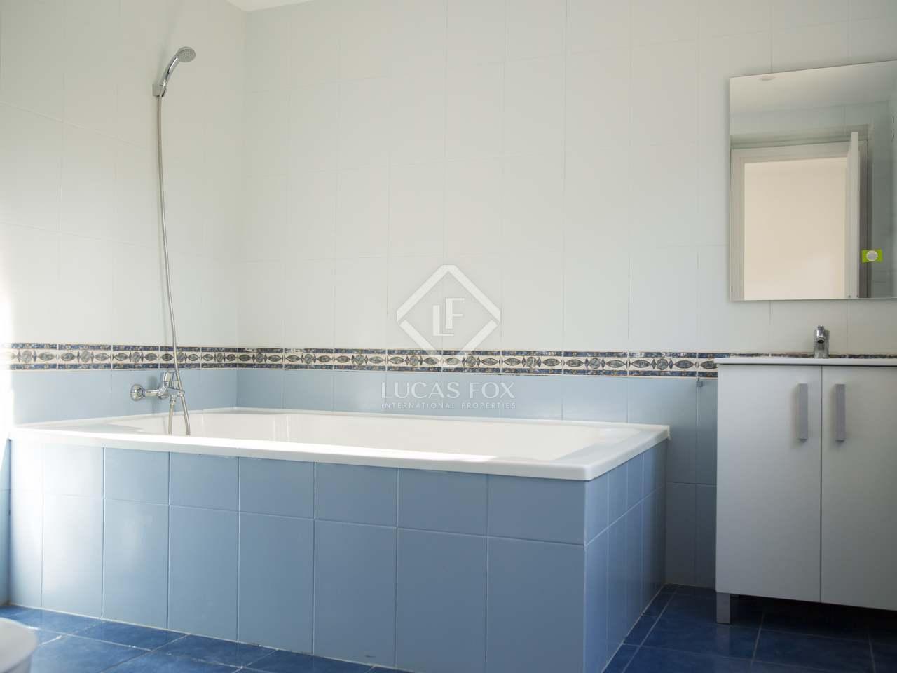 Villa familiar de 826m con piscina en alquiler en gav mar for Casa con jardin alquiler barcelona