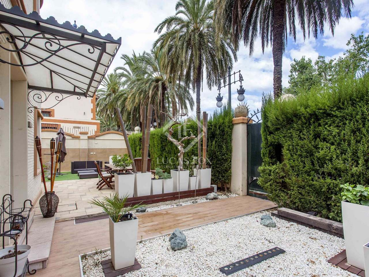 Maison villa de 225m a vendre el pla del real avec for Piscine jardin valence