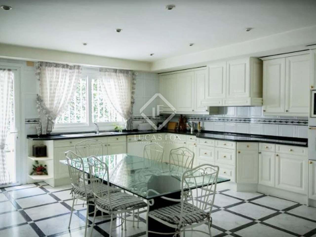 Villa de 698m en venta en fuencarral madrid for Piscina puerta de hierro