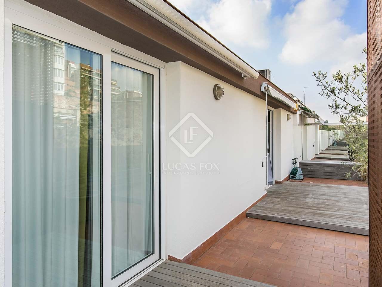 170m dachwohnung mit 150m terrasse zur miete in gr cia. Black Bedroom Furniture Sets. Home Design Ideas