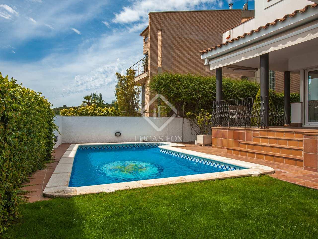 Casa familiar moderna en alquiler en tiana maresme for Piscina tiana