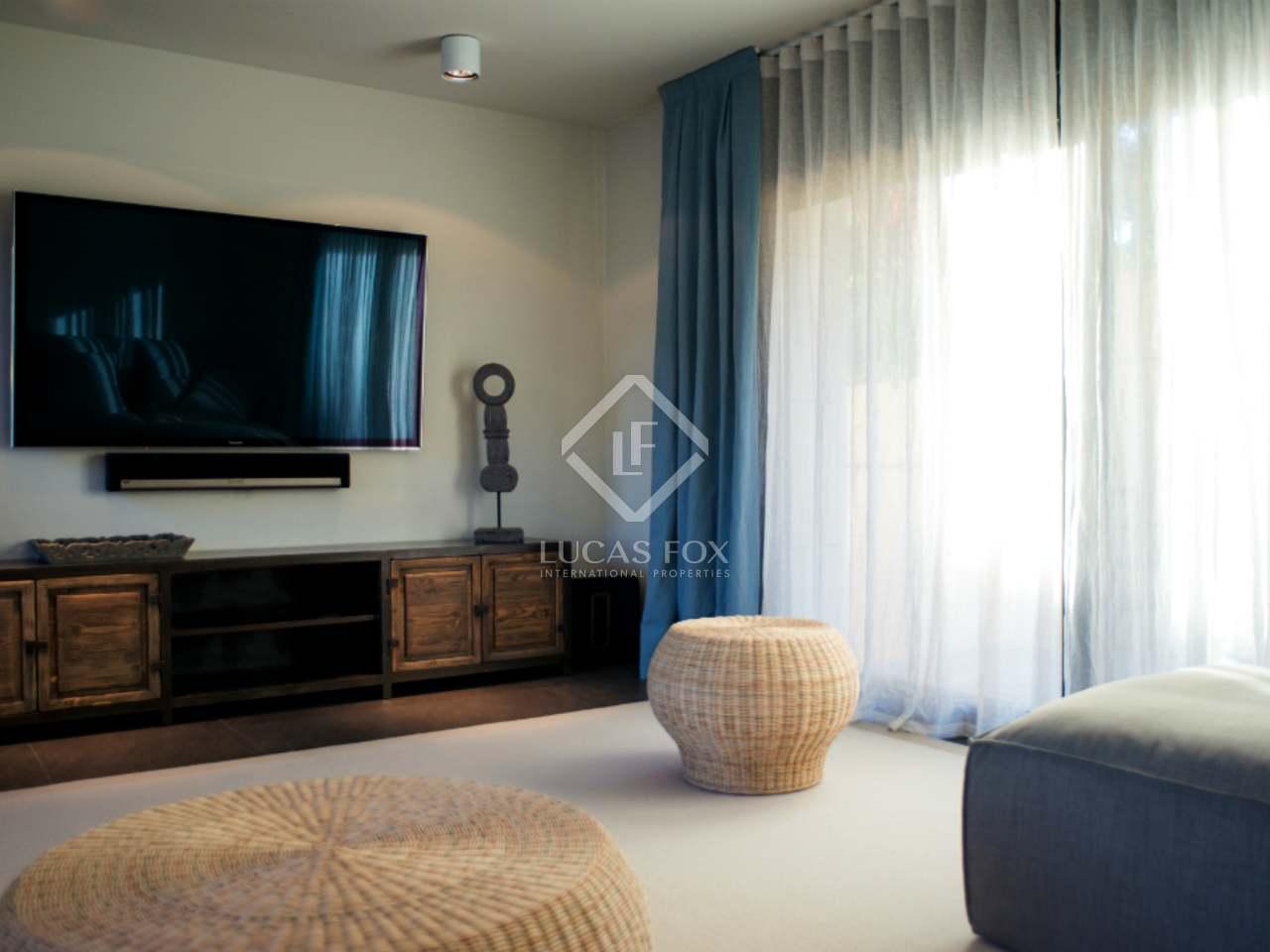 villa de design en vente au nord de la c te de barcelone. Black Bedroom Furniture Sets. Home Design Ideas