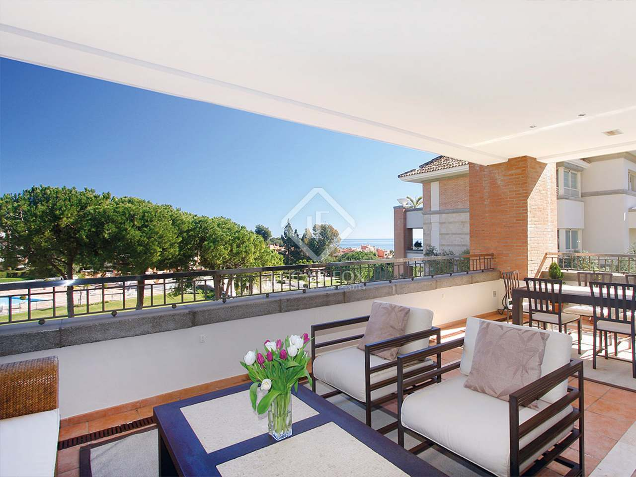 Terrace - 3 Bed Apartment for sale, La Trinidad, Golden Mile, Marbella