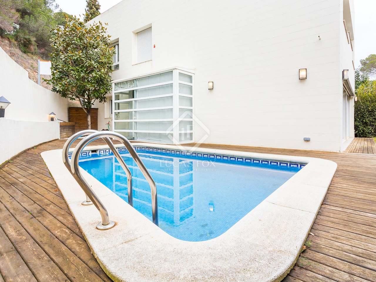 Maison villa de 355m a vendre sarri avec 155m de jardin for Jardin anglais caracteristiques