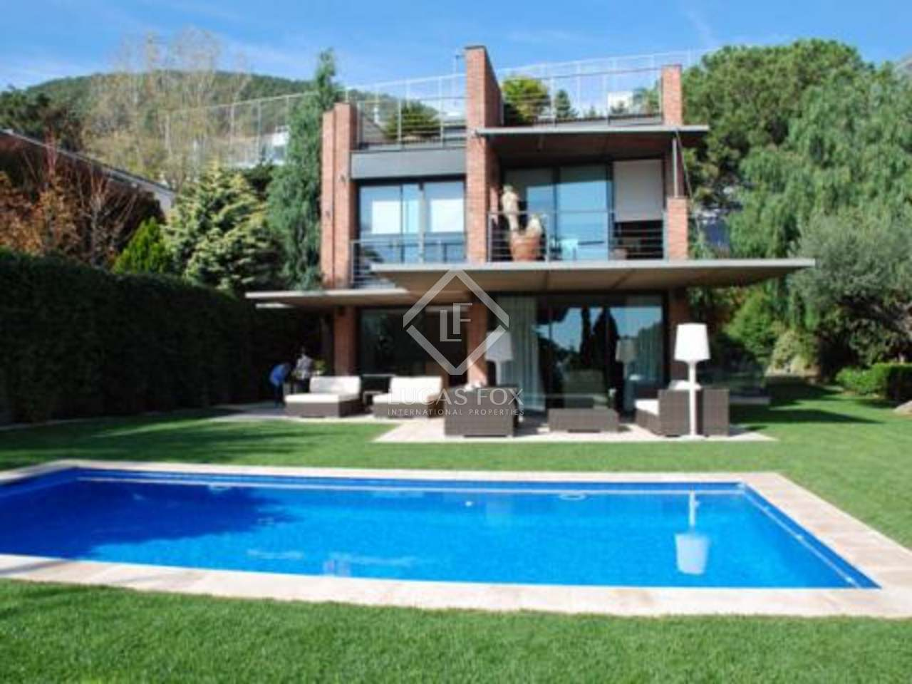 Casa de lujo en venta en pedralbes zona alta de barcelona for Casas con piscina baratas barcelona
