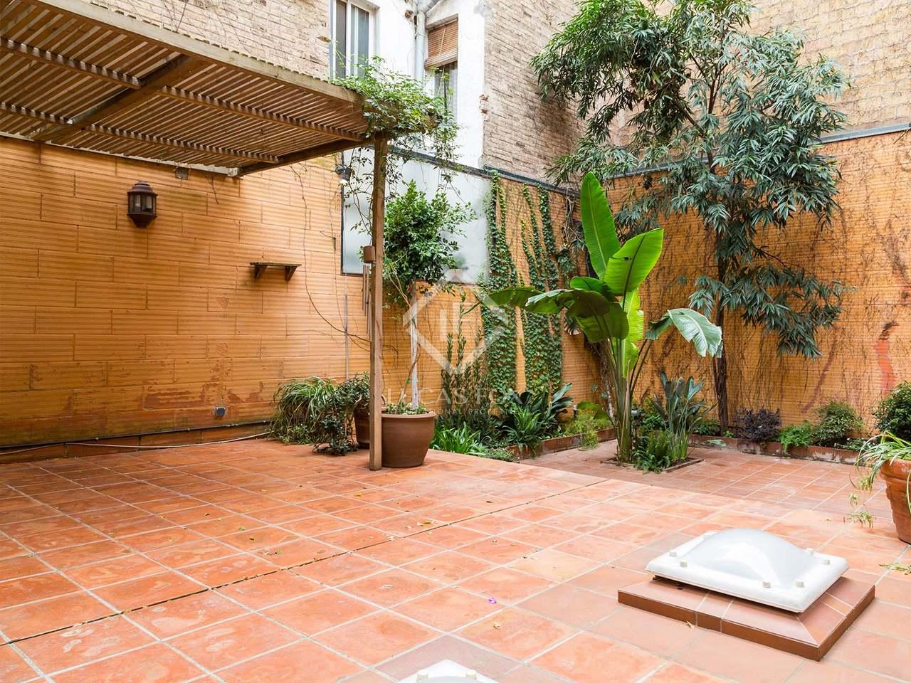 Casa con terraza en alquiler en gr cia barcelona for Alquiler garaje barcelona