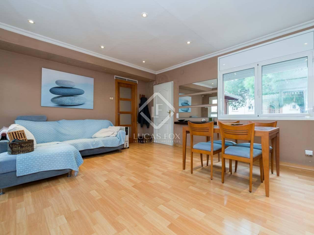 Casa de 351m con jard n y piscina en venta en gav mar for Compartir piso castelldefels