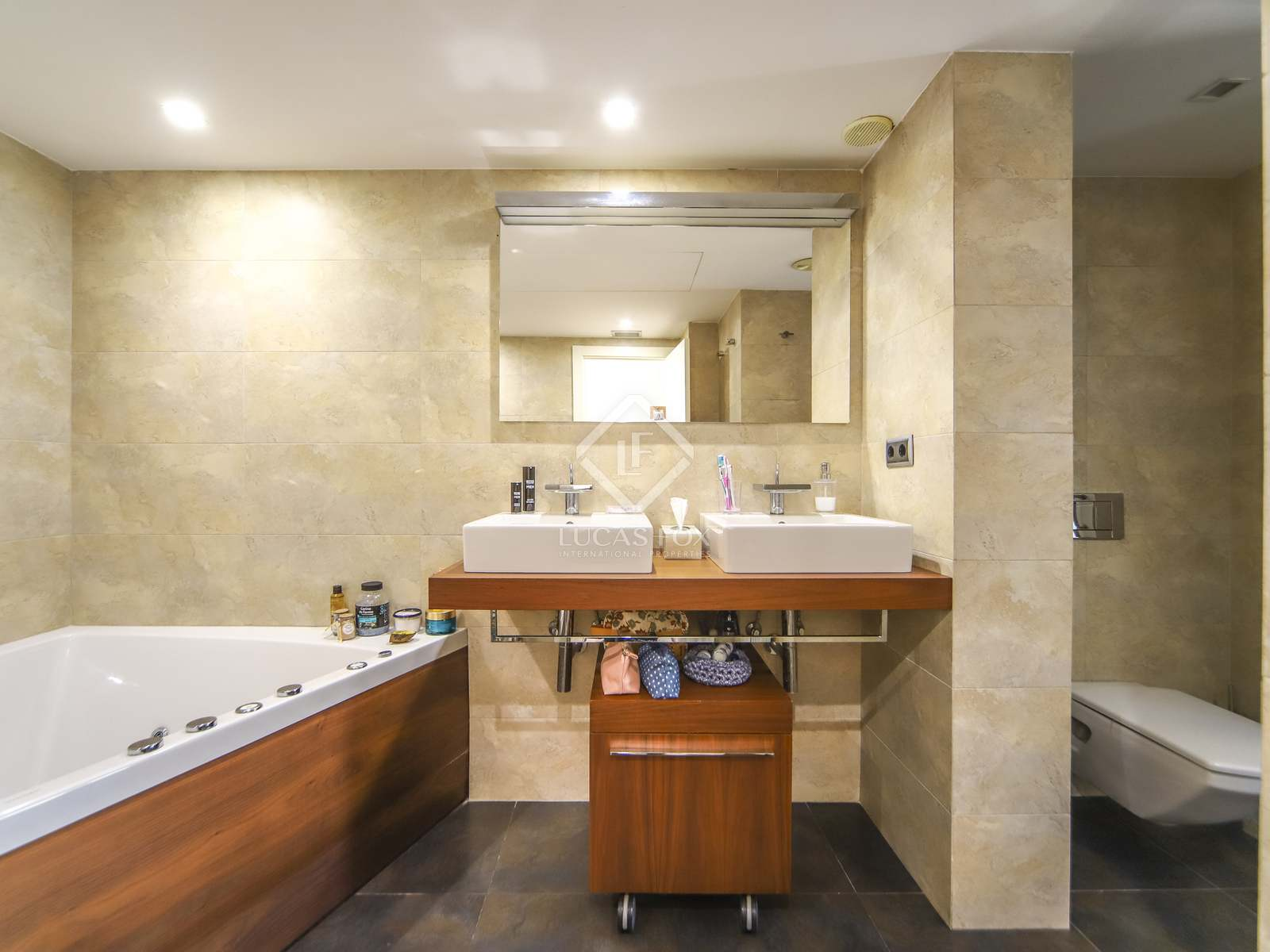 Master bathroom : Image of the property