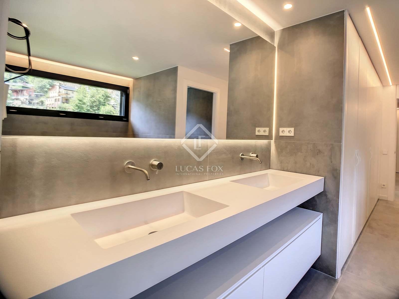 Baño principal : Algunas de las imágenes digitales utilizadas son aproximativas